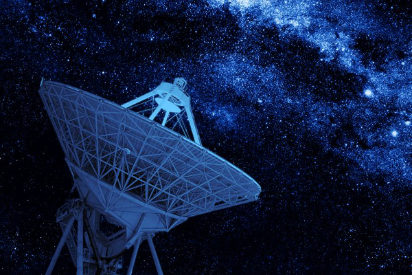 radio-telescope-satellite-stars-milky-way-telecommunication_600x400